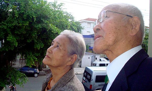 Chikako Tabuchi e Takashi Morita, sobreviventes da Bomba Atômica (Foto: Matheus Misumoto)