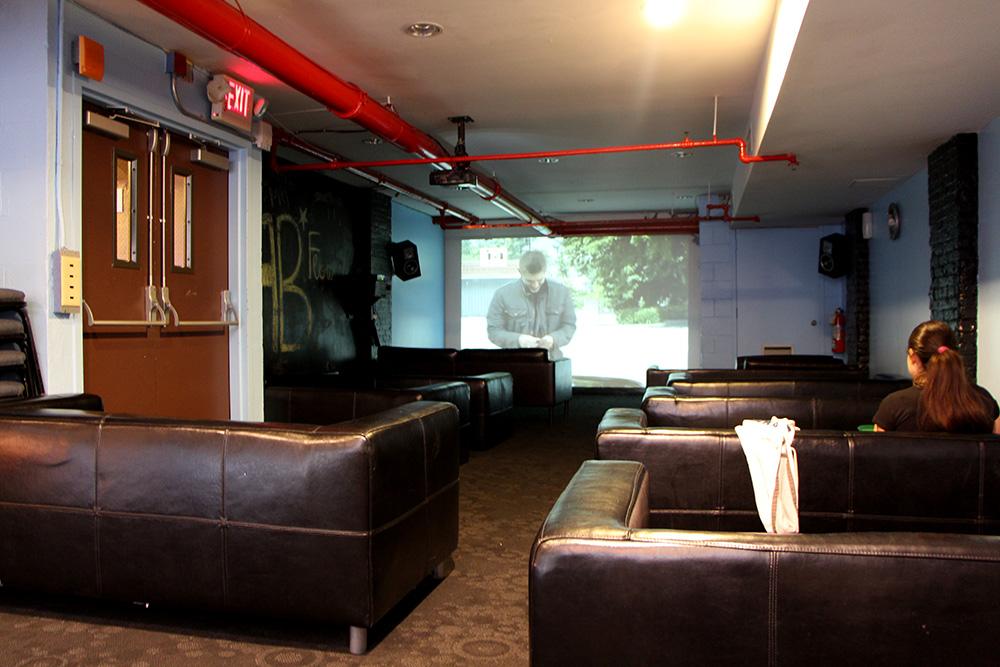 Sala de TV da Hostelling International de Nova York (Foto: Matheus Misumoto)